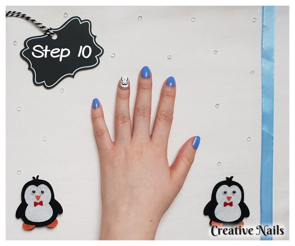 penguin christmas nails