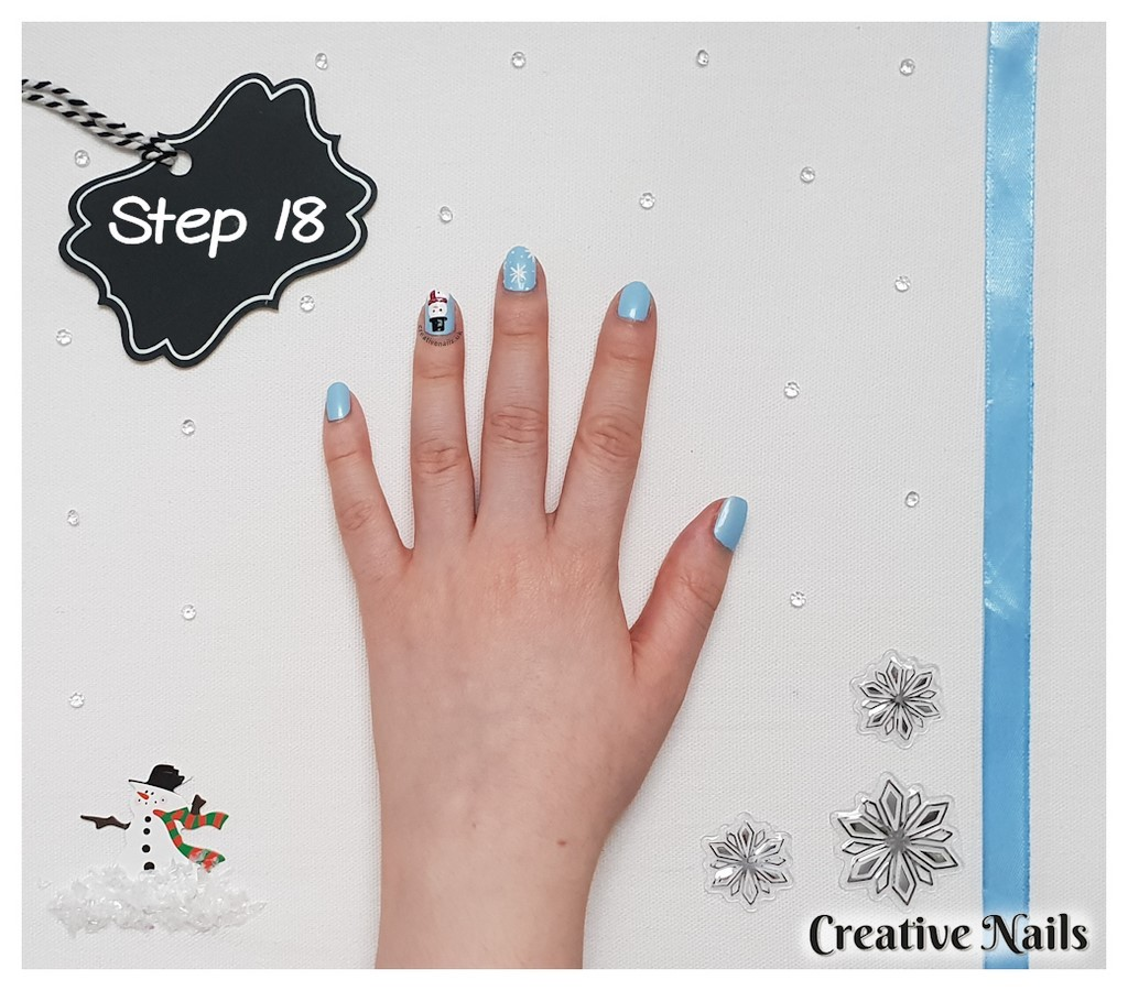 christmas nails with snowflakes