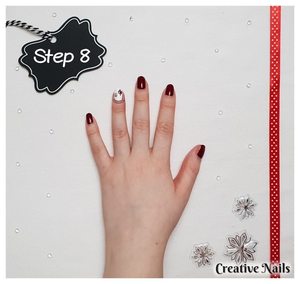 baubles nail art