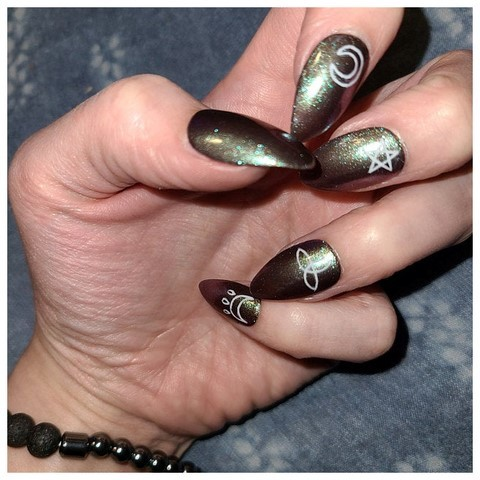 witchy false nails